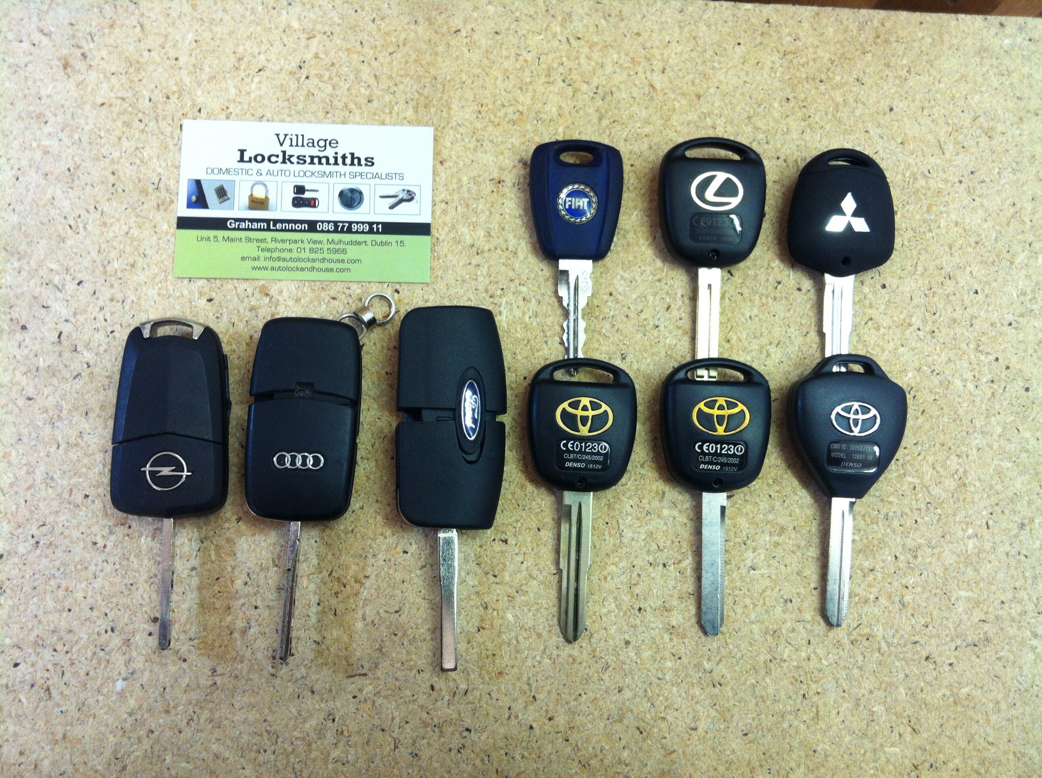 All kinds of car keys supplied, repaired